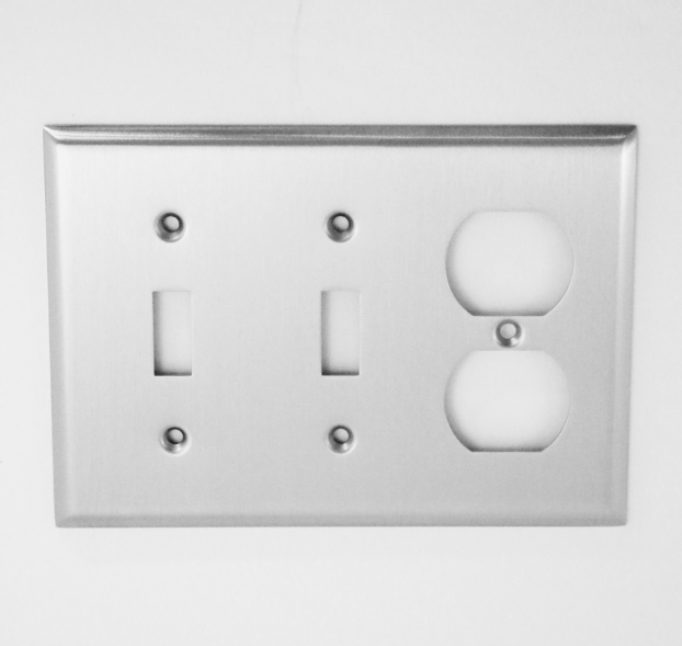 Image Traditional 2 Switch & Outlet